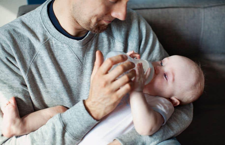 Le Régime québécois d'assurance parentale est accessible à davantage de parents que le programme de congés parentaux de l'assurance-emploi qu'il a remplacé.