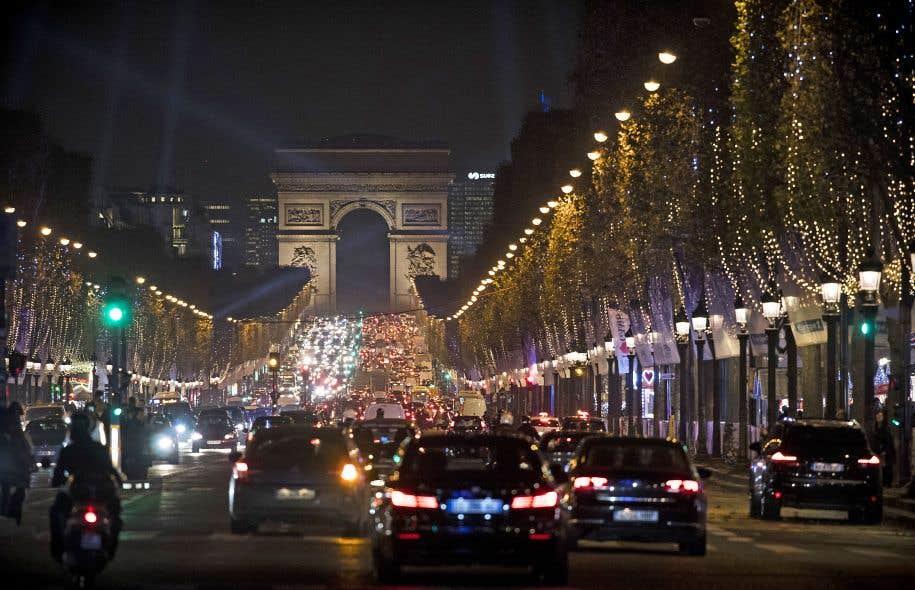 À Paris, les pics de pollution répétés ont poussé les pouvoirs publics à repenser la place de la voiture en ville.