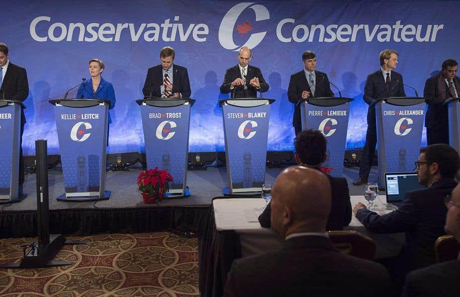 Des 13 candidats, 8 peuvent être considérés comme bilingues.