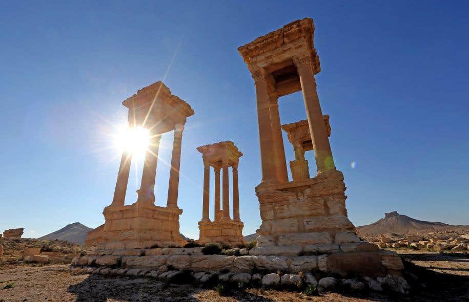 Daech détruit la façade du théâtre romain de Palmyre — Syrie