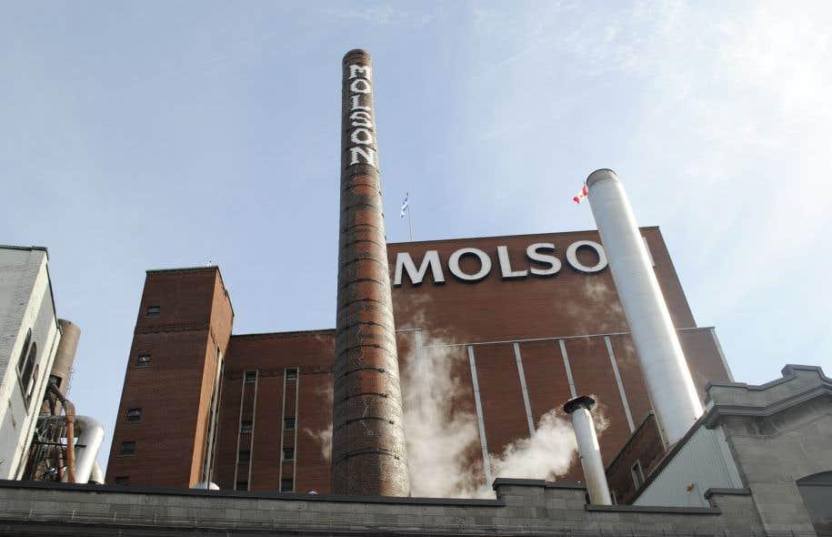 Les 300 employés syndiqués de l'usine Molson de Toronto ont déclenché une grève générale illimitée le 12janvier.