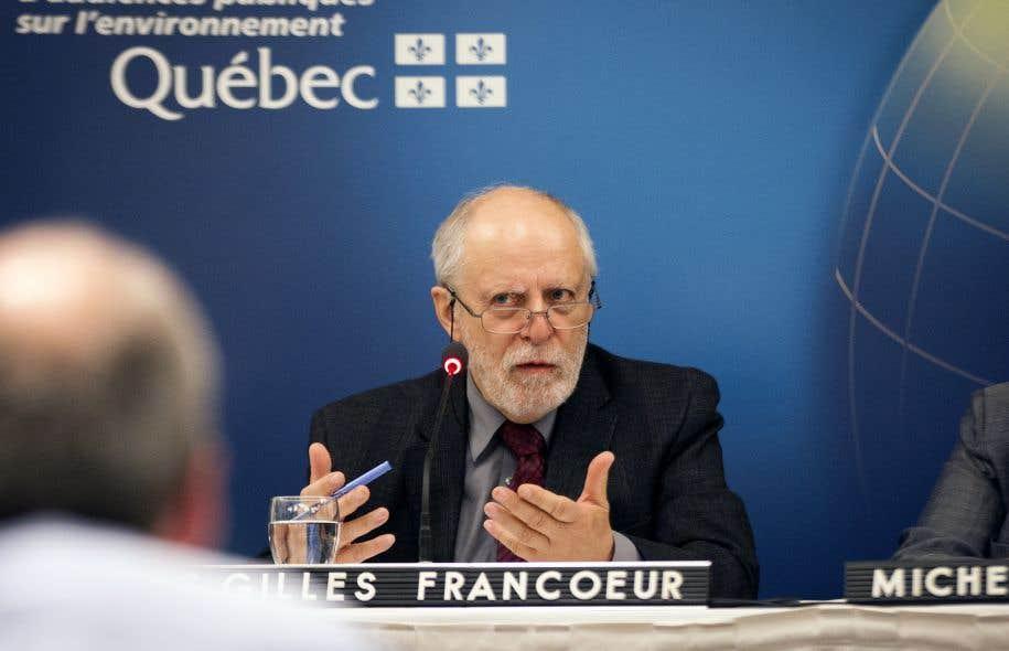 Le vice-président du BAPE, Louis-Gilles Francoeur, lors d'une audience de lacommission d'enquête sur les enjeux de la filière uranifère en 2014
