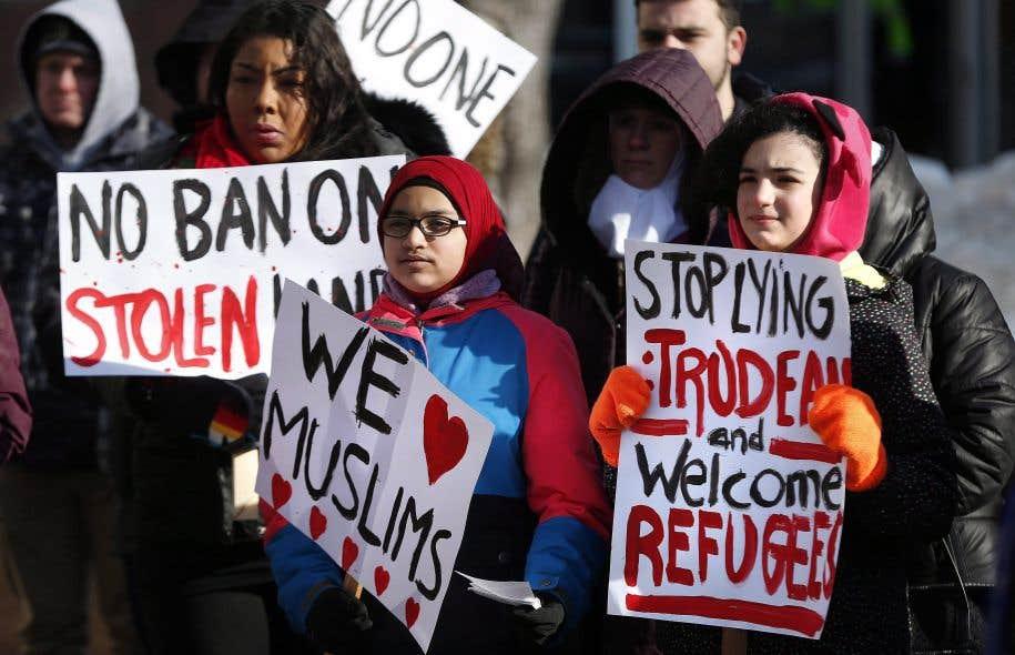 Plusieurs manifestations réclament que les villes canadiennes deviennent des villes sanctuaires pour les réfugiés.