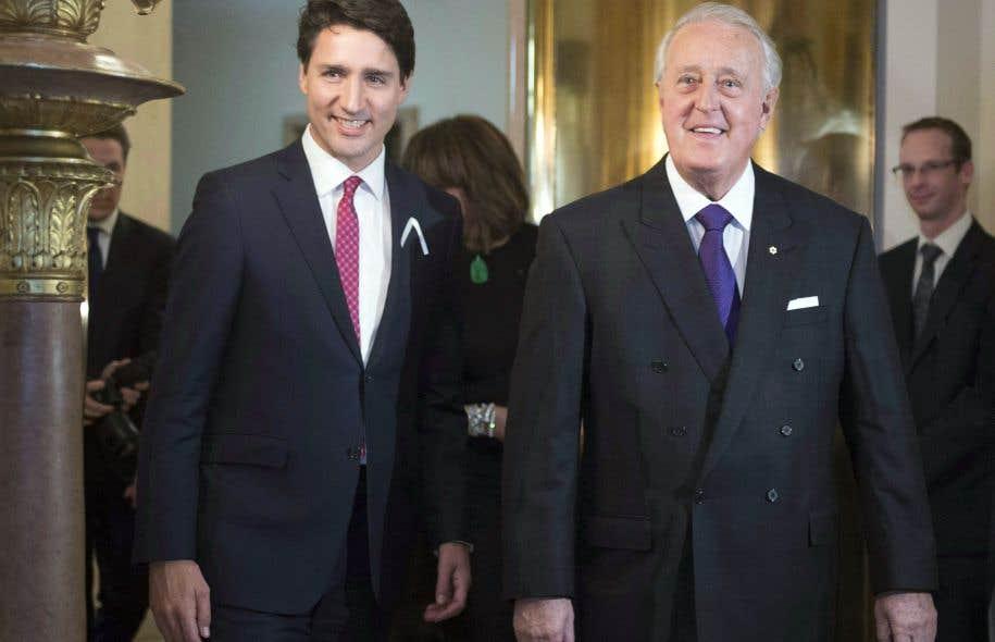 Même s'il n'a pas de mandat officiel, l'ex-premier ministre conservateur Brian Mulroney joue les émissaires du premier ministre libéral Justin Trudeau auprès du gouvernement américain de Donald Trump.
