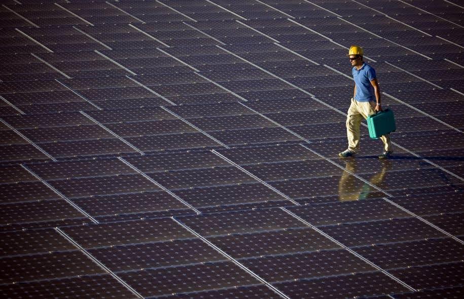 Les obligations vertes émises par CoPower sont liées à des projets comme l'installation de panneaux solaires sur des toits.