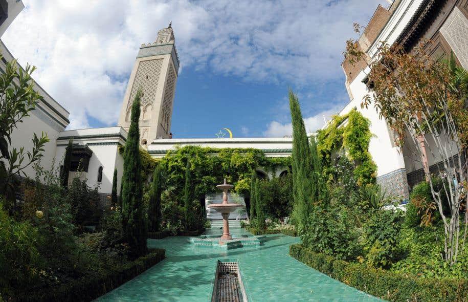 Pascal Bruckner trouve admirable la «civilisation islamique classique» et son «art des jardins, anticipation géométrique du paradis à venir».