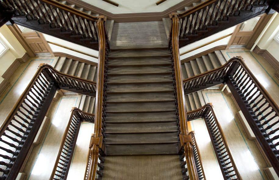 Un des cinq biens patrimoniaux: l'escalier à cage ouverte de John Ostell, qui donne du cinquième étage un vertige en colimaçon.