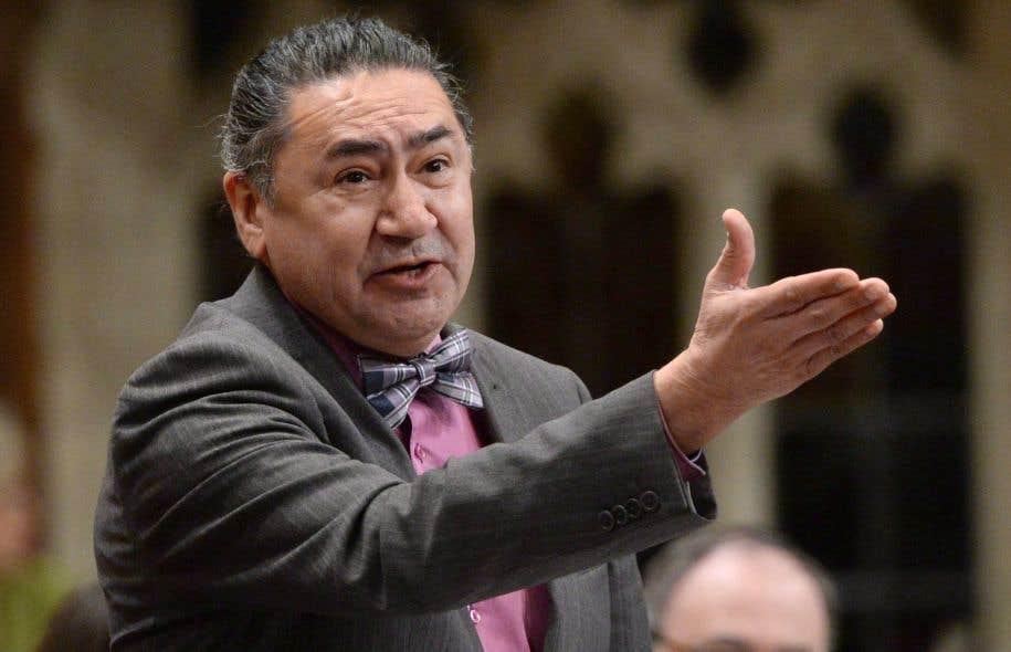 Le député néodémocrate Romeo Saganash, lui-même un survivant des pensionnats autochtones, a réclamé la démission de la sénatrice Lynn Beyak.