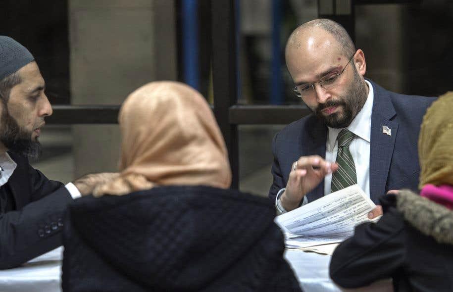 Inquiètes à cause du décret migratoire de Trump, des familles musulmanes ont rencontré des avocats.
