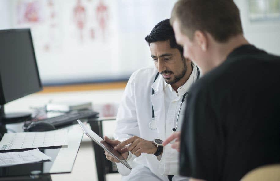 Certains résidents se montrent critiques par rapport à certains aspects de la formation donnée par les autres professionnels de la santé, qu'ils trouvent parfois trop pointue ou redondante.