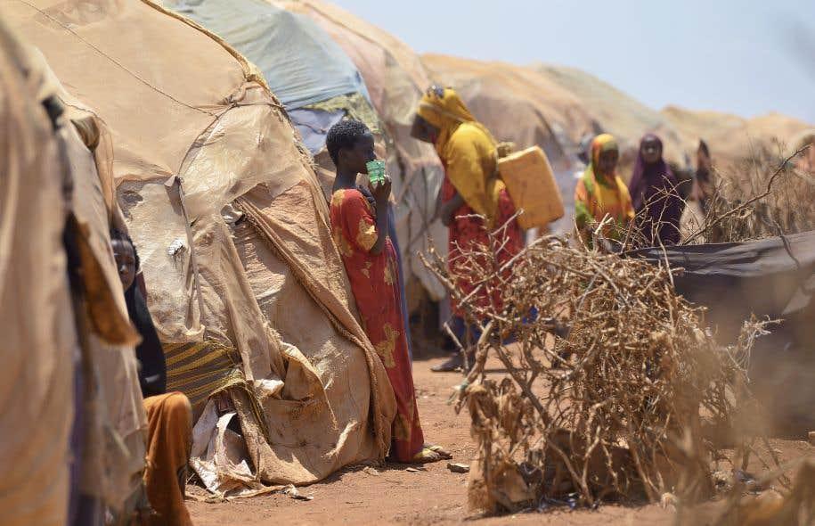 Des familles déplacées dans un camp de réfugiés de Baidoa, dans le sud-ouest de la Somalie