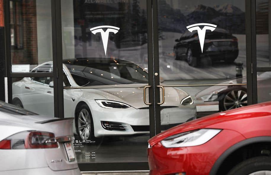 Salle de montre d'un concessionnaire Tesla, à New York