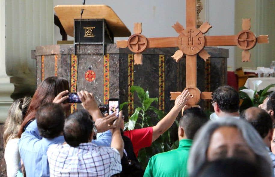 Les premiers à avoir accueilli la Croix de l'Évangélisation au Canada sont les paroissiens de Notre-Dame-de-Guadalupe (Mission latino-américaine), dans l'archidiocèse de Montréal, en septembre 2016.
