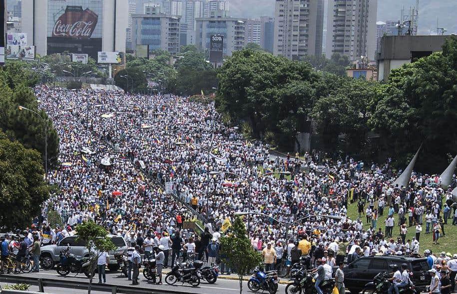L'opposition a convoqué pour jeudi une nouvelle marche contre le président Maduro, après la vaste mobilisation de mercredi.