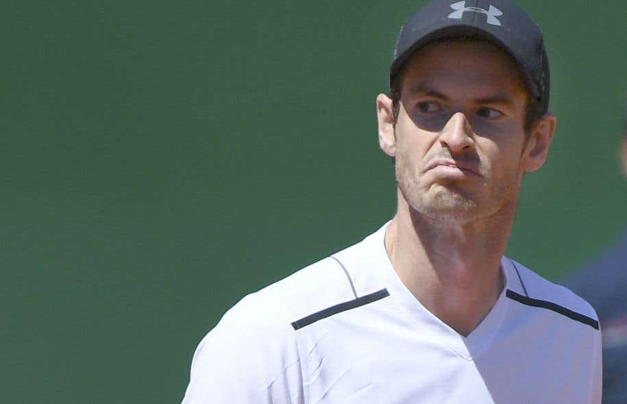 Andy Murray montrait un air de dépit après avoir gaspillé une avance de 4-0 au Masters de Monte-Carlo.