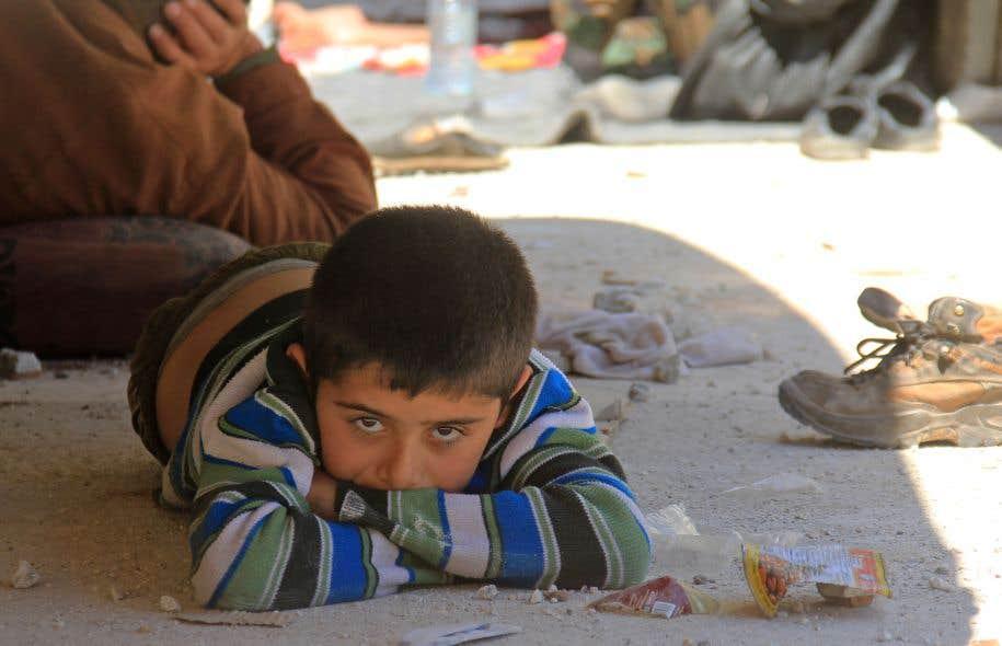 Un garçon syrien des localités assiégées de Foua et Kafraya