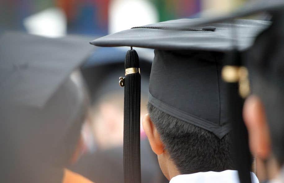 Les enquêtes disponibles au Québec indiquent qu'il y a rarement plus de 30% des diplômés qui dénichent un emploi à l'université.
