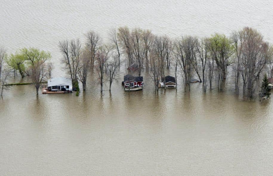 Des maisons inondées près de Rigaud