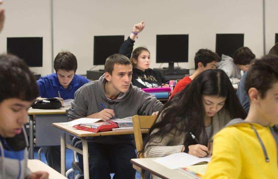 «En ne concevant pas le parcours scolaire comme une fin en soi, [...] on oublie le rôle fondamentalement politique que doit jouer l'éducation en contexte démocratique», écrit l'auteur.
