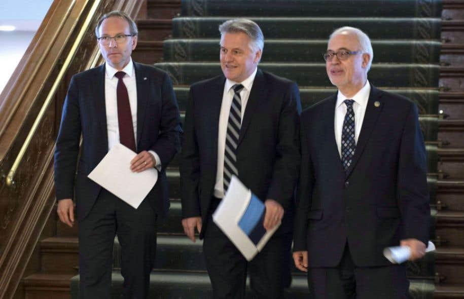 Les ministres Martin Coiteux (Sécurité publique), Laurent Lessard (Transports) et Carlos Leitão (Finances)