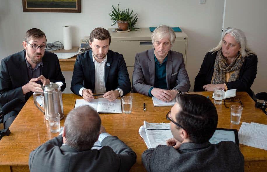 Les candidats aux postes de porte-parole masculin et féminin de Québec solidaire — Jean-François Lessard, Gabriel Nadeau-Dubois, Sylvain Lafrenière et Manon Massé — ont débattu vendredi à l'occasion d'une table éditoriale animée par l'équipe du «Devoir».
