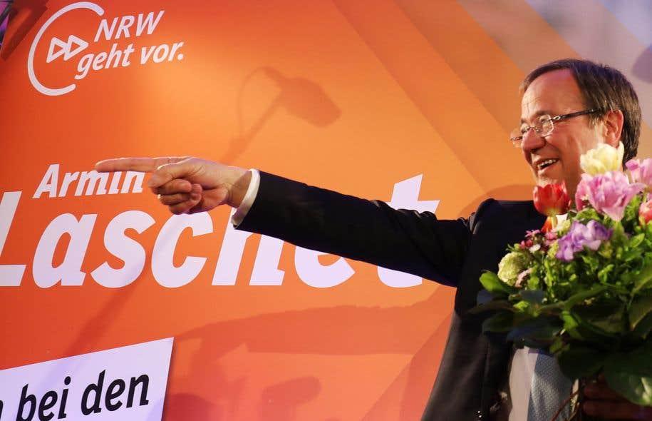 Le candidat Armin Laschet célébrait la victoire de son parti, dimanche, à Düsseldorf.