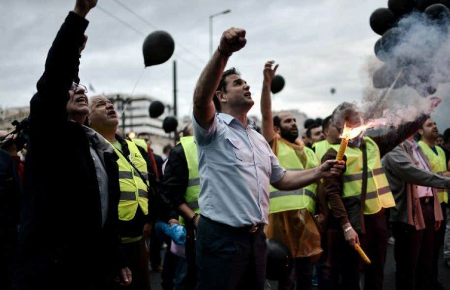 Les Grecs entament une deuxième journée de grève générale pour protester contre le vote au Parlement de nouvelles mesures d'austérité.