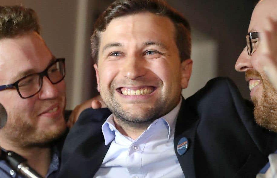 Le nouveau député de Gouin, Gabriel Nadeau-Dubois, a célébré sa victoire avec des militants et des partisans de Québec solidaire.
