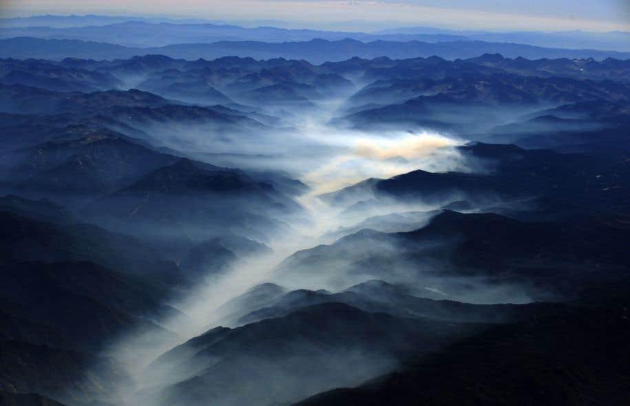 Un nuage de pollution se fraie un chemin entre les montagnes de la Sierra Nevada. Donald Trump a confirmé jeudi sa décision de renier l'engagement pris par les États-Unis à la Conférence de Paris visant à combattre les changements climatiques.