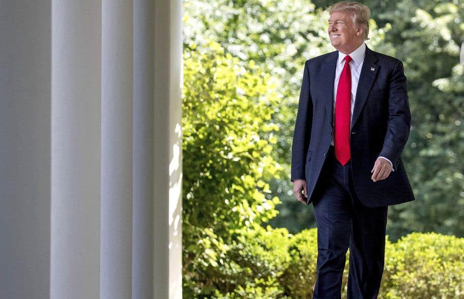 Donald Trump continue de promettre qu'il transformera l'Amérique pour la faire correspondre à ses récits.