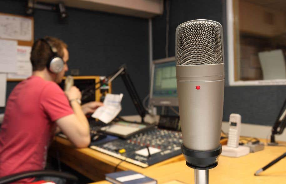 La radio CKOI gagne quelques parts de l'auditoire global et se démarque davantage chez les adultes de 25 à 54ans.