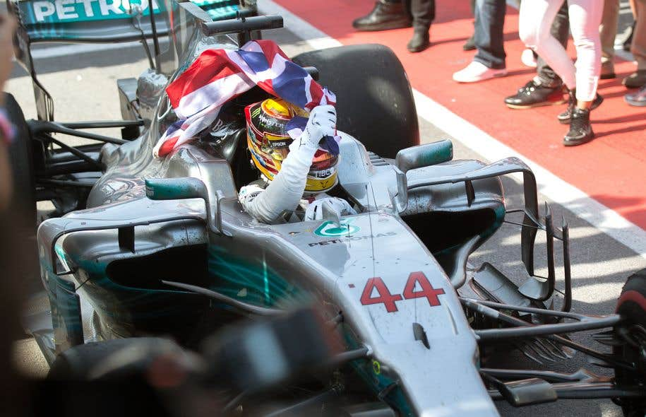 Lewis Hamilton a réalisé un week-end de course parfait en menant de bout en bout l'épreuve jusqu'au drapeau en damier.
