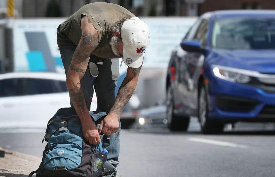 Les personnes itinérantes sont victimes de profilage social de la part des policiers, estime le Réseau d'aide aux personnes seules et itinérantes de Montréal.