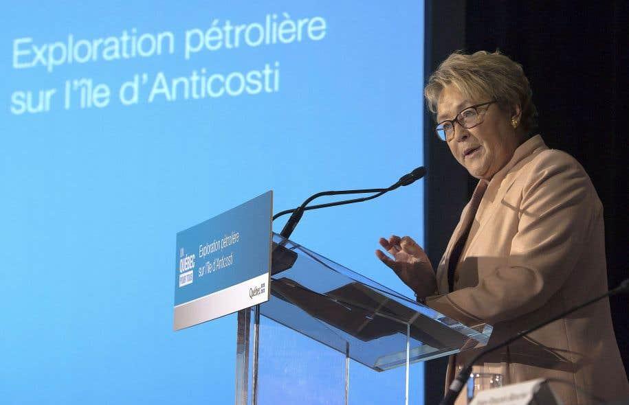 Pauline Marois a annoncé avant la campagne électorale de 2014 la création d'une société, Hydrocarbures Anticosti, en même temps qu'un potentiel de 45 milliards de revenus pour l'État.