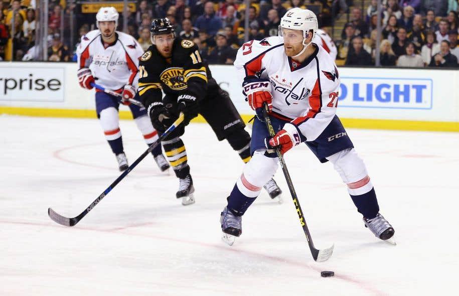 Les Canadiens s'entendent avec le défenseur Karl Alzner