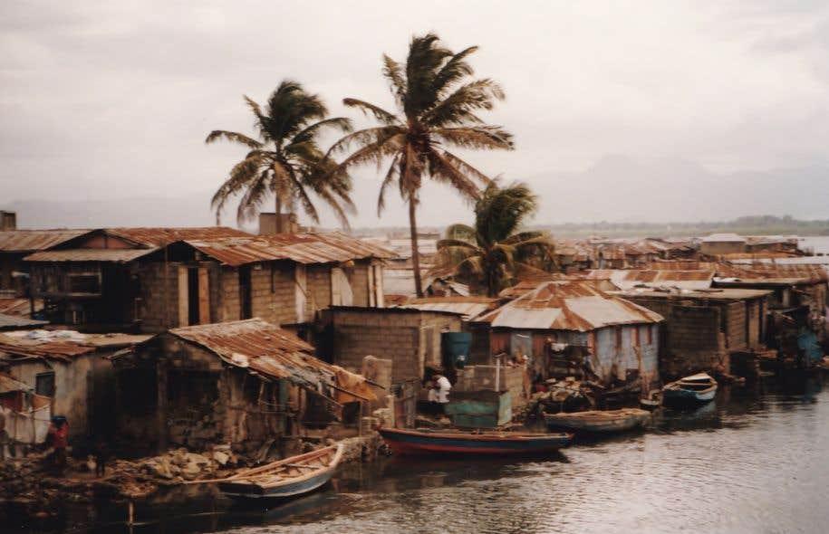 Avant son départ pour le Canada, Serge Legagneur a oeuvré aux deux revues du groupe Haïti littéraire : «Prisme» et «Semences».