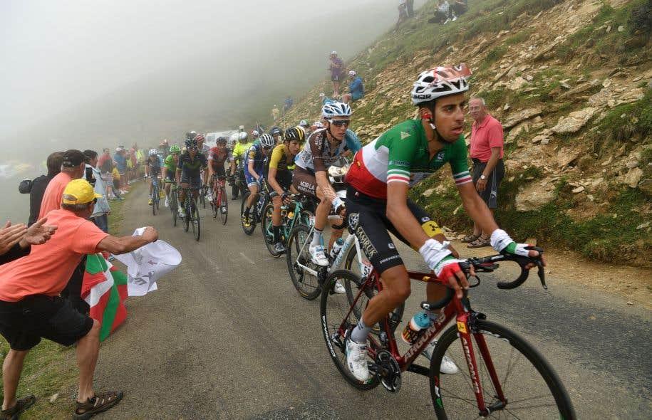Fabio Aru, Romain Bardet et George Bennett ont mené jeudi une échappée sous les encouragements des amateurs au cours de la 12e étape du Tour de France entre Pau et Peyragudes.