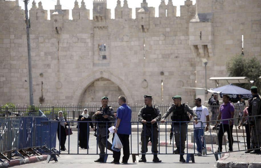 Ce site, également révéré par les juifs comme le Mont du Temple, est situé dans la vieille, dans la partie orientale Jérusalem occupée et annexée par Israël depuis 1967.