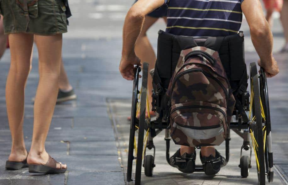 Quant aux personnes handicapées, les participants les ont jugées peu présentes sur les réseaux télévisuels canadiens, mais habituellement bien décrites.