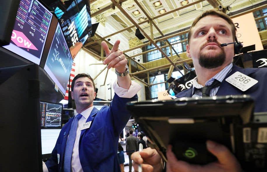 Wall Street a terminé à des records mercredi profitant de bons résultats d'entreprises et du statu quo sur la politique monétaire