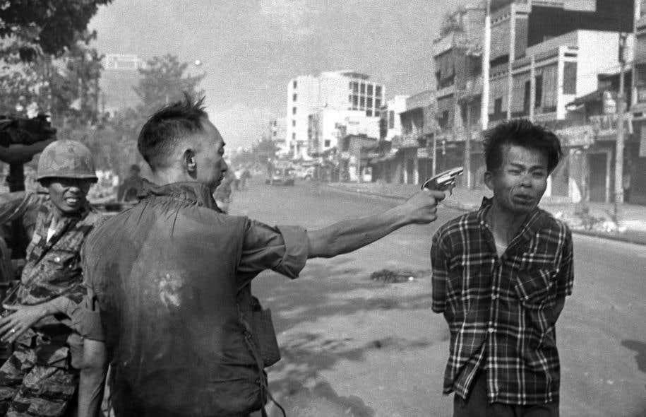 C'est John G. Morris qui, pendant la guerre du Vietnam, a convaincu le «Times», en 1968, de publier la terrible photo d'Eddie Adams montrant un policier tirant une balle dans la tête d'un homme.