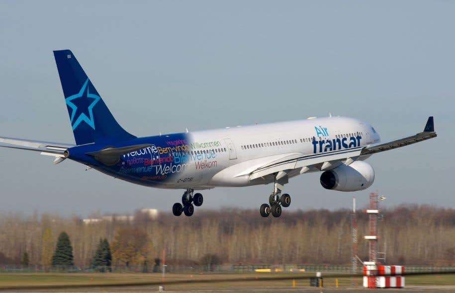 Des passagers d air transat coinc s dans des conditions for Avion air transat interieur