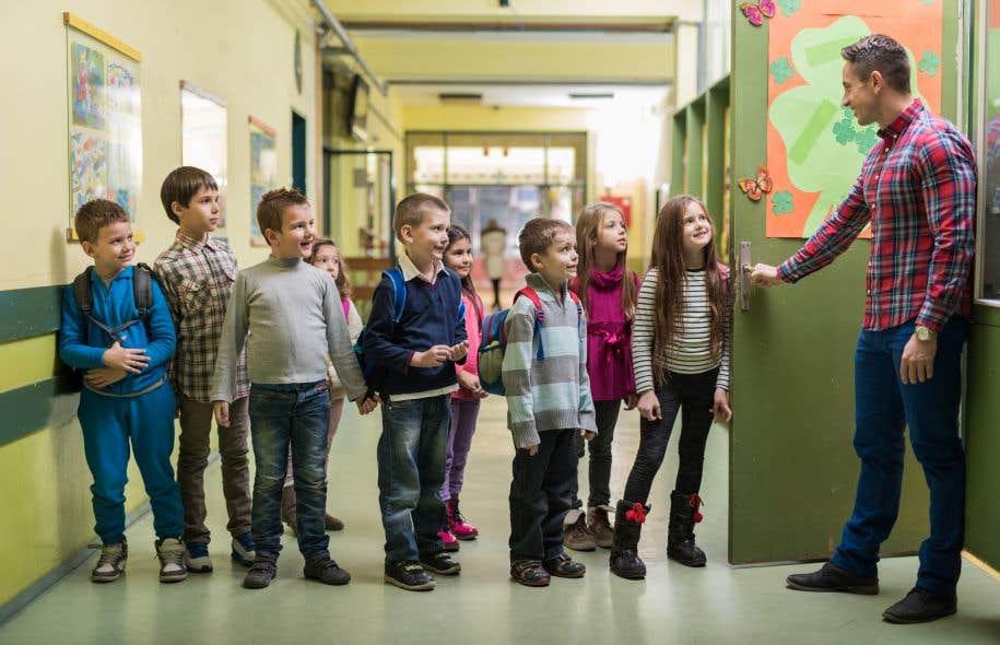 «En matière linguistique, l'Acte de l'Amérique du Nord britannique aura surtout servi à protéger les écoles anglaises du Québec», écrivent les auteurs.