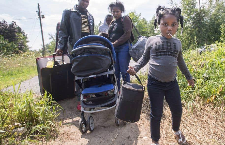 Une jeune famille de réfugiés s'apprêtait vendredi à traverser la frontière canadienne à la hauteur de Champlain, dans l'État de New York.