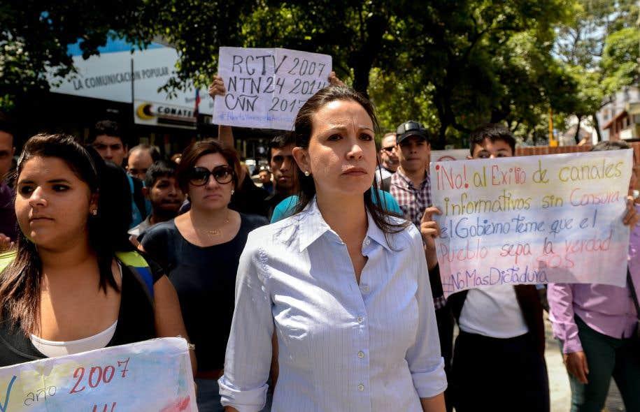 Maria Corina Machado (au centre) a été élue députée en 2010 avec le plus grand nombre de voix dans l'histoire vénézuélienne.