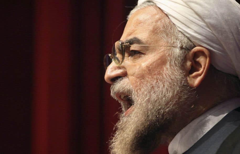 Sur les réseaux sociaux, les critiques se sont multipliées contre le président de l'Iran, Hassan Rohani, un religieux modéré, accusé de ne pas avoir tenu ses promesses électorales d'accorder plus de place aux femmes, aux jeunes et aux minorités.