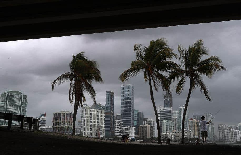 Sur les six tempêtes tropicales de cette saison, une s'était déjà produite en avril, deux en juin, deux en juillet et une en août.