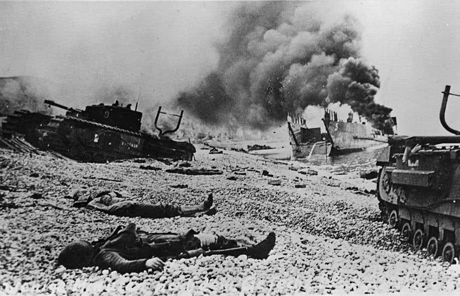 Plus de 900 soldats canadiens ont péri en moins de neuf heures de combat sur les plages de galets de Dieppe, le 19août 1942.