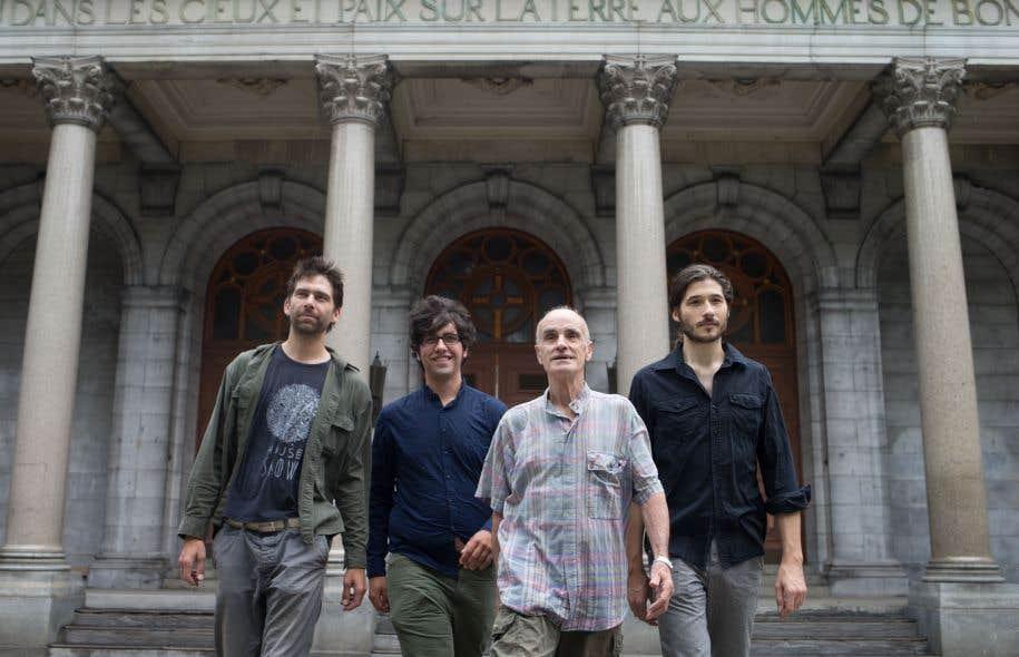 Quelques organisateurs de la kermesse littéraire : Antoine Gautier (Coup d'Griffe), Philippe Blouin (La Passe), Gaëtan Dostie et Hubert Gendron-Blais (La Passe)