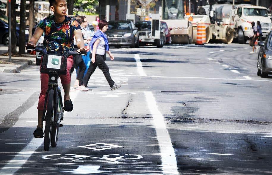 Alors que de nouvelles pistes cyclables voient le jour chaque année à travers la province, aucune norme en matière d'inspection et d'entretien de ces voies n'existe à l'heure actuelle au Québec.